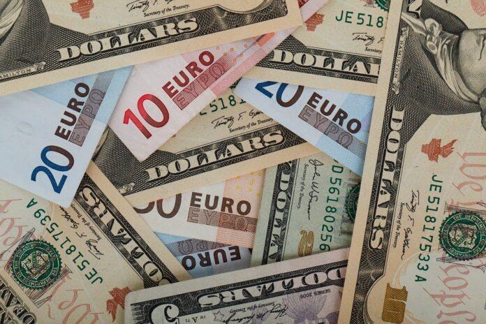 Banconote Euro usd